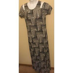 Design History Cold Shoulder Maxi Dress